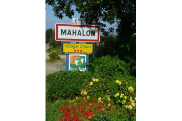mahalon, village fleuri